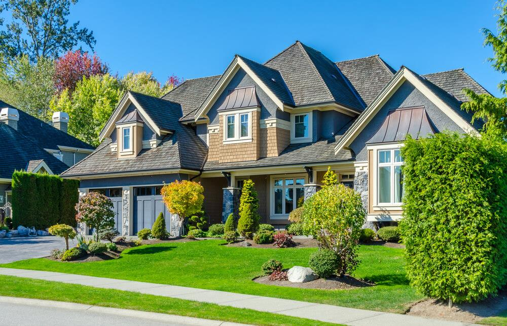 Without Toronto and Vancouver, the average home price in Canada is below $400,000 Image