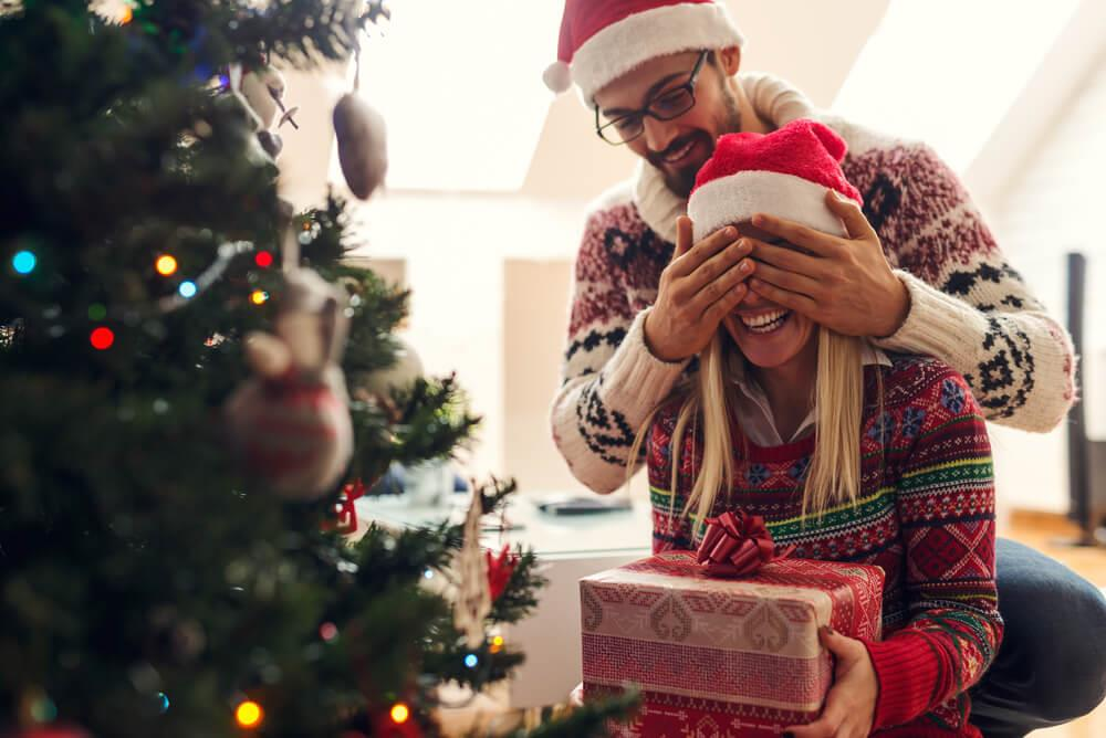 5 ways to save money during the holidays Image