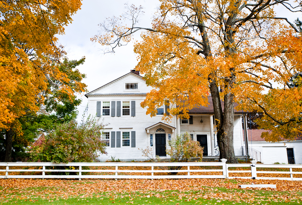 6 tips to give your home beautiful autumn curb appeal Image