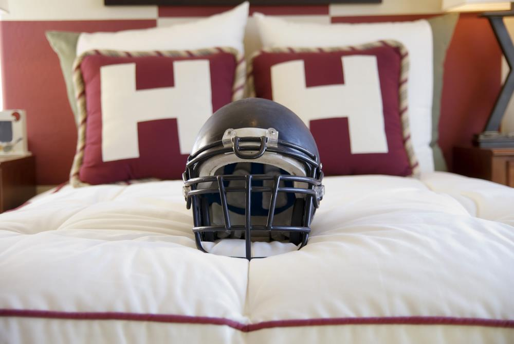 Home décor tips for football and hockey fans Image