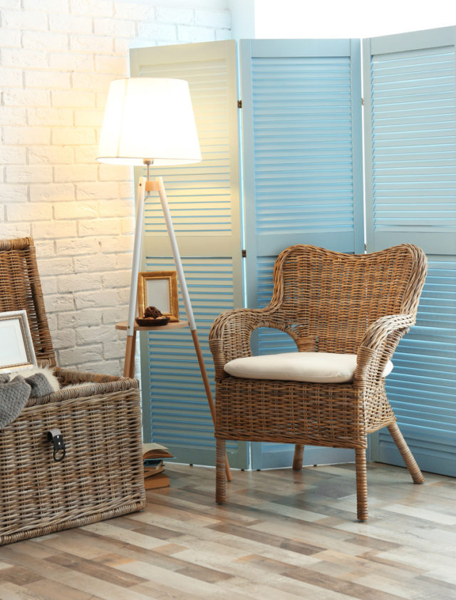 Cottage inspired home decor idea: Wicker furniture