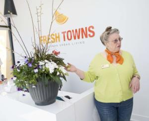 Fresh Towns purchasers get container gardening tips from the pros Image